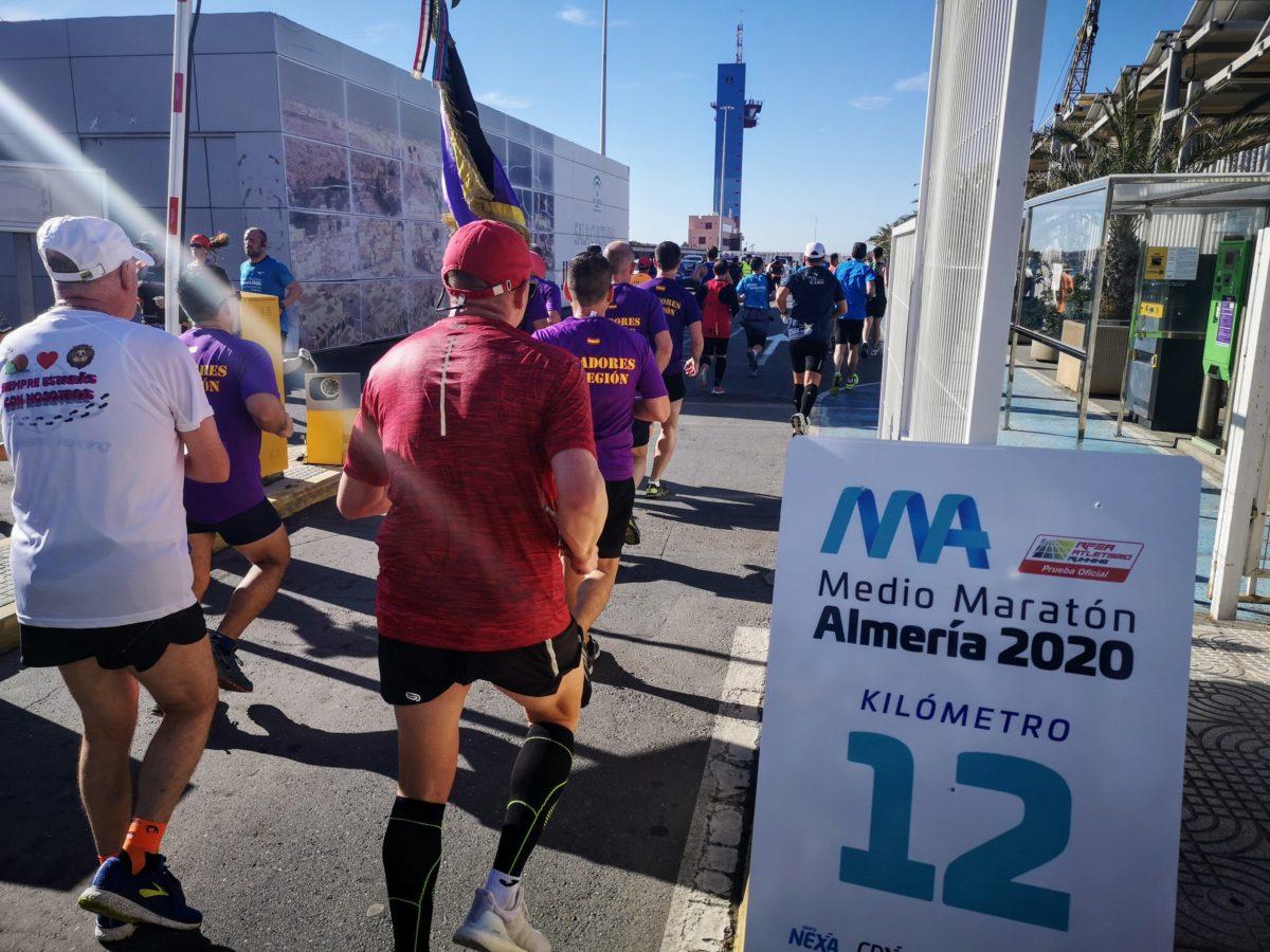 medio-maratón-almeria-2020-paso-por-el-puerto