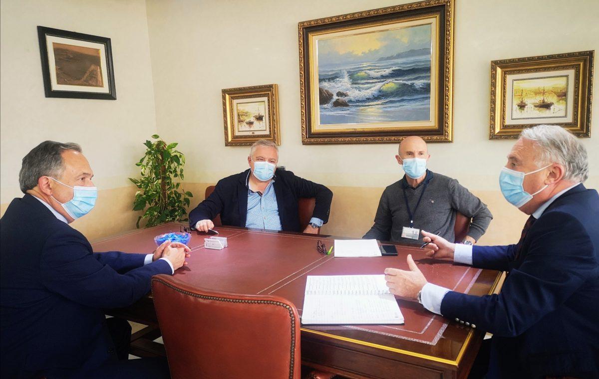 El presidente de la APA y los delegados de Turismo y Economía de la Junta analizan estrategias para atraer turismo de cruceros en Almería