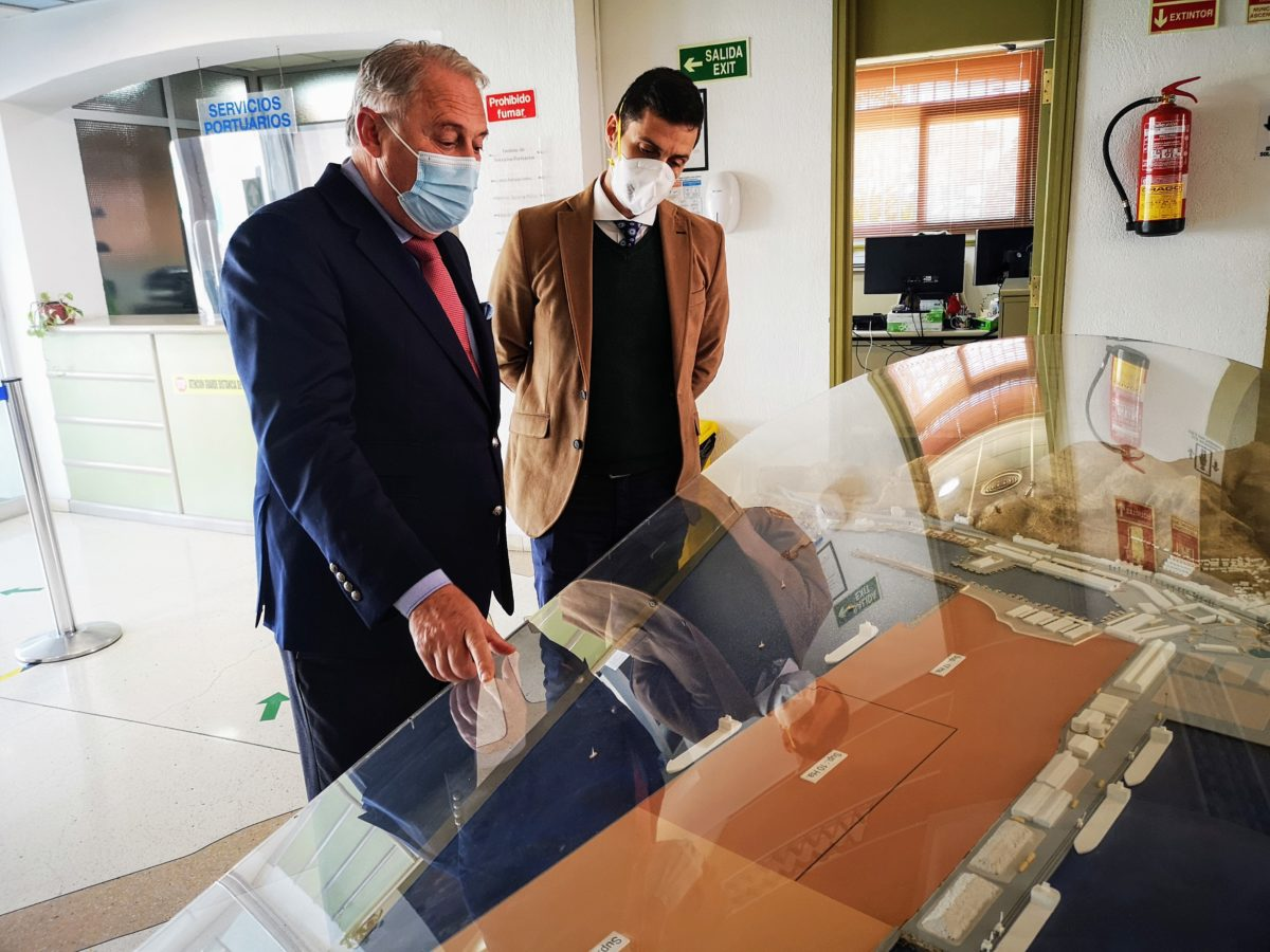 El presidente de la APA y el apoderado de Construcciones Nila, empresa que realizará las obras de urbanización de la Terminal de Contenedores