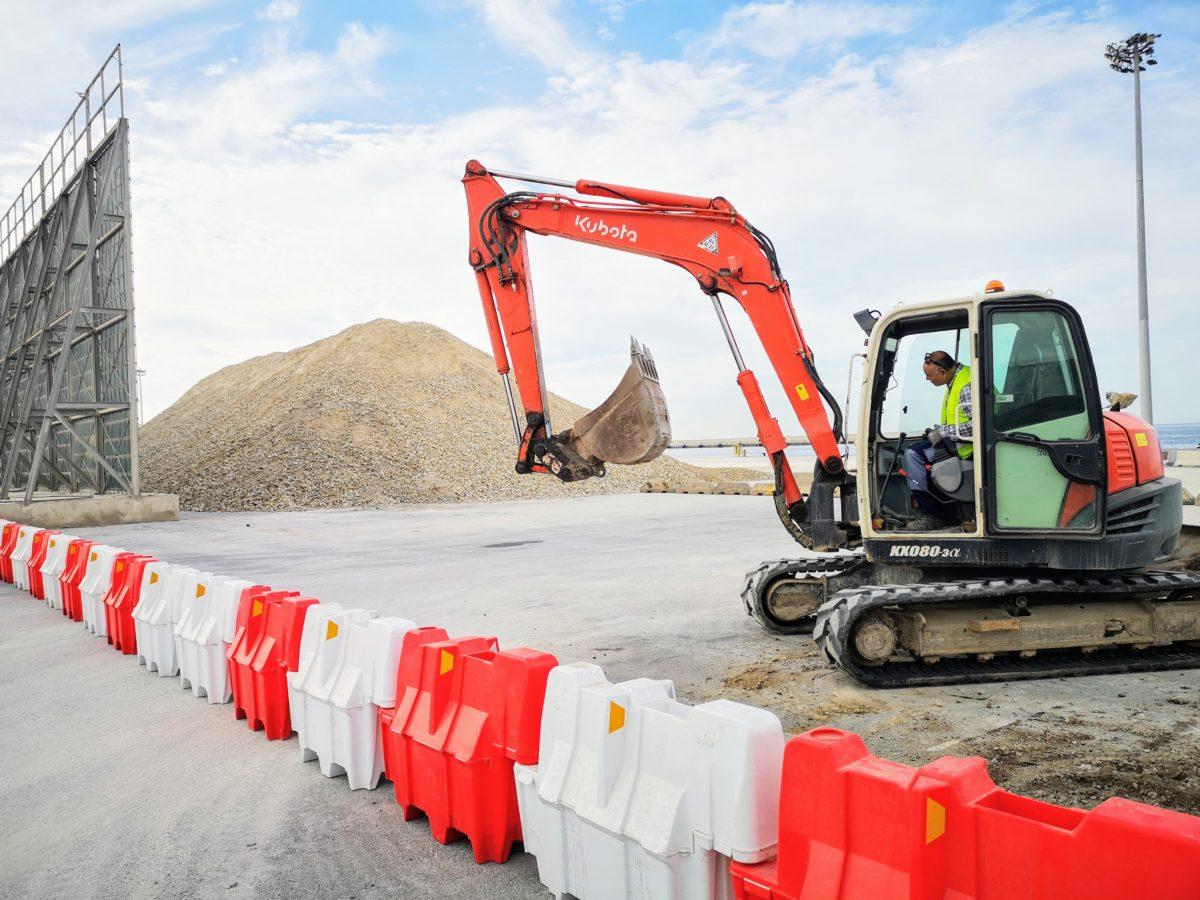Comienzan las obras para la ampliación de las vallas atrapa-polvo en el Muelle de Pechina