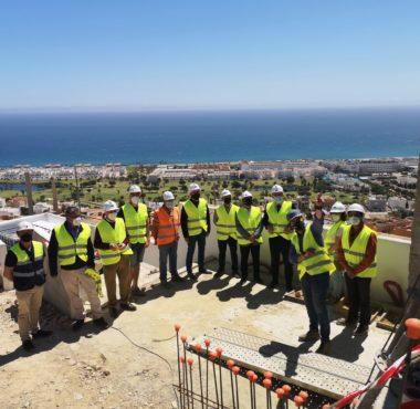 Visita de la alcaldesa de Mojácar y del presidente de la APA a las obras del faro