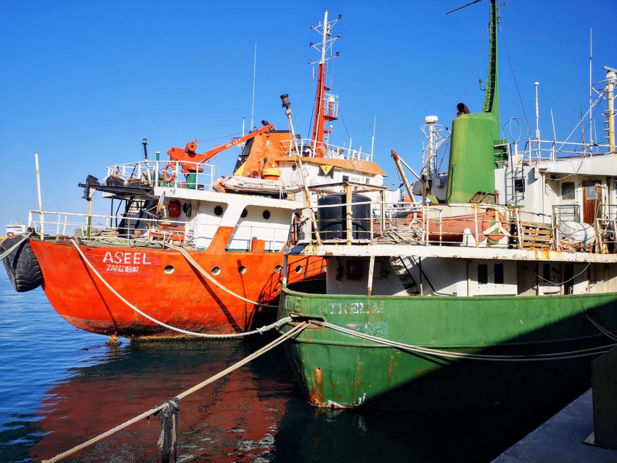Buques Aseel y San Trela, amarrados en el Puerto de Almería