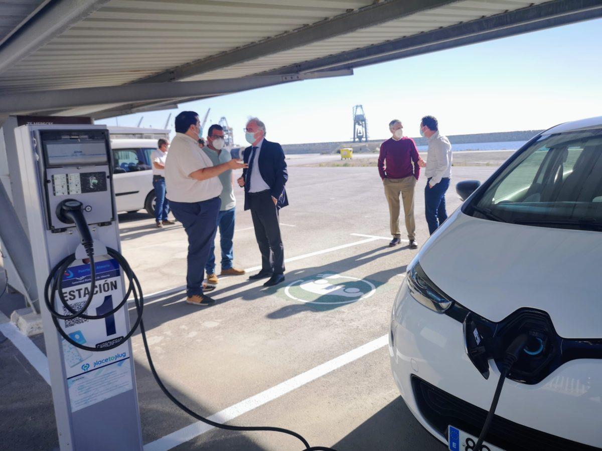 El Puerto estatal de Carboneras abre al público dos cargadores de vehículos eléctricos
