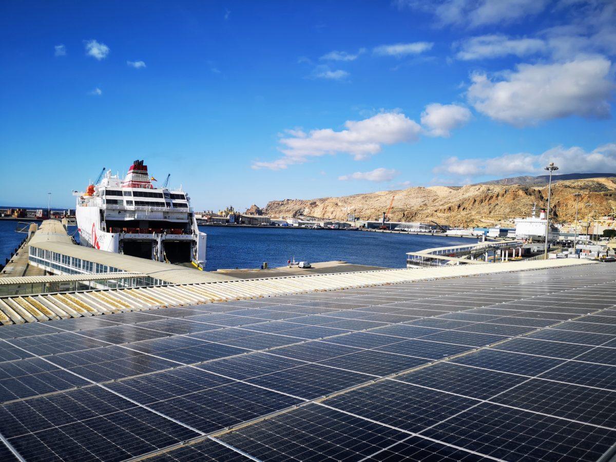Placas solares de la instalación fotovoltaica del Puerto de Almería