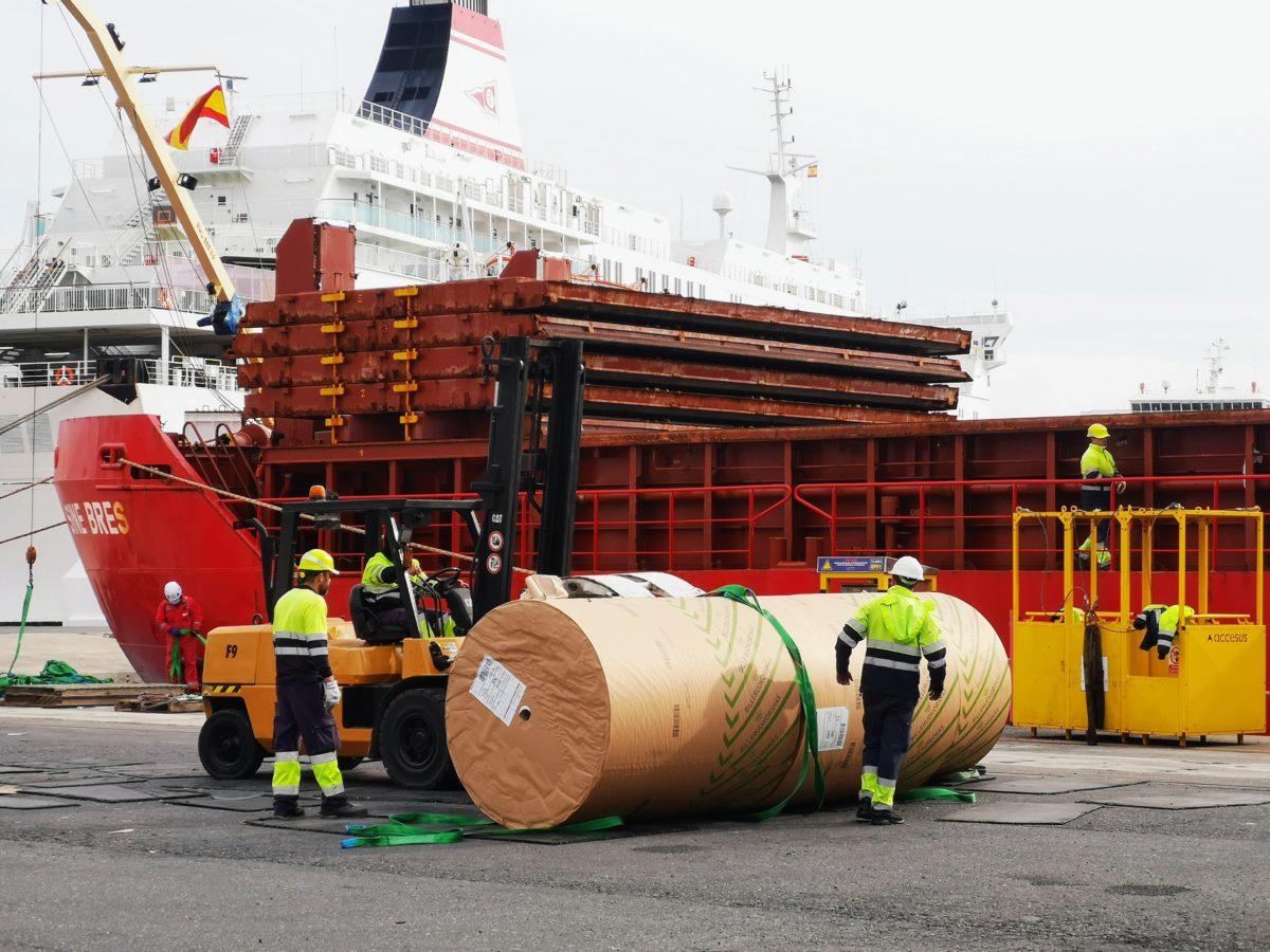 Descarga de bovinas de papel en el Puerto de Almería