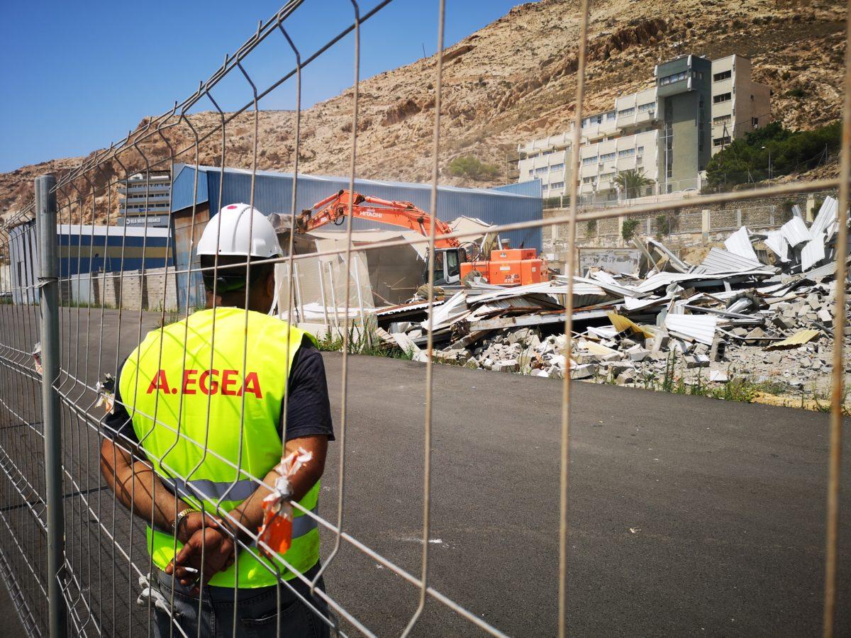 Demolición de las naves y casetas del Puerto Pesquero