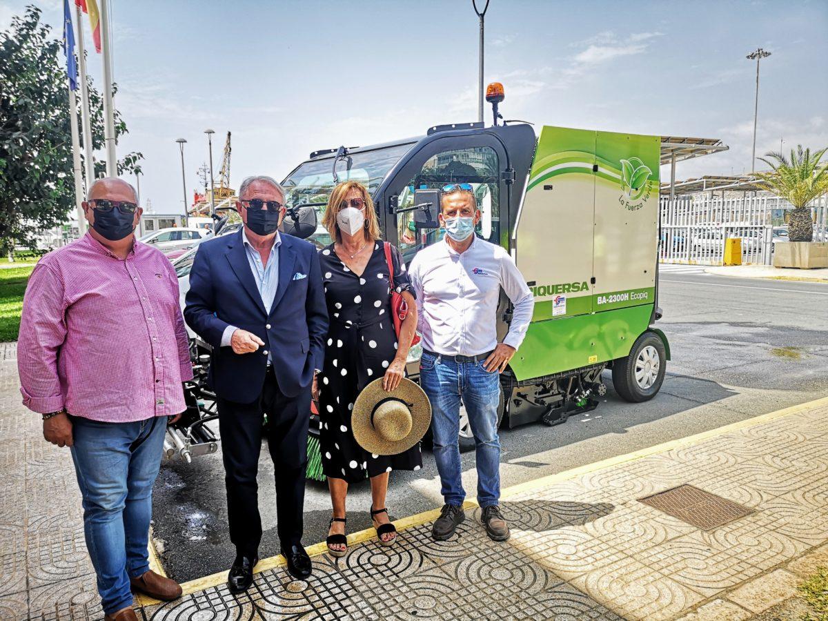 Presentación de la nueva barredora de Cespa para el Puerto de Almería, patentada por Piquersa