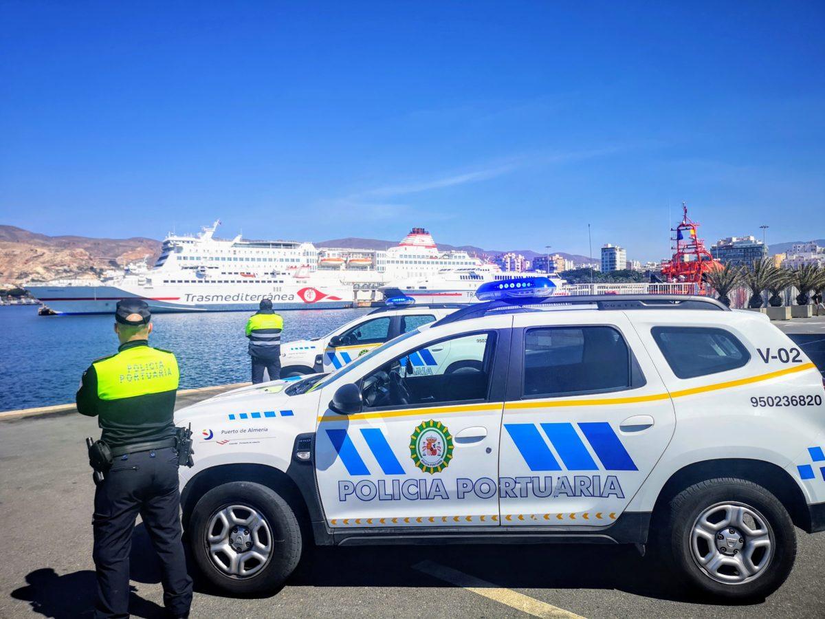 Policías portuarios en el Puerto de Almería