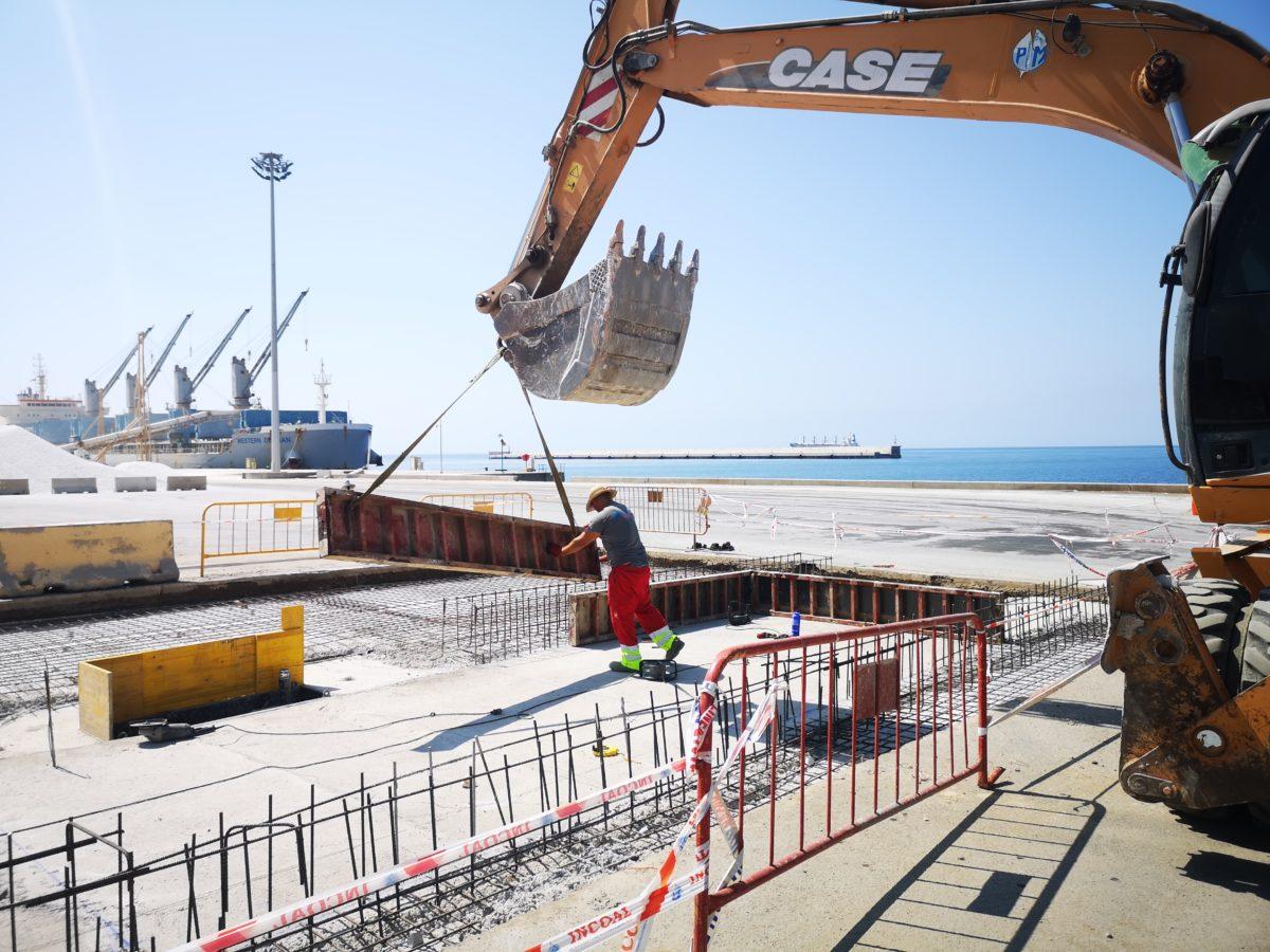 Obras para la instalación de dos lava-ruedas en el Puerto de Almería