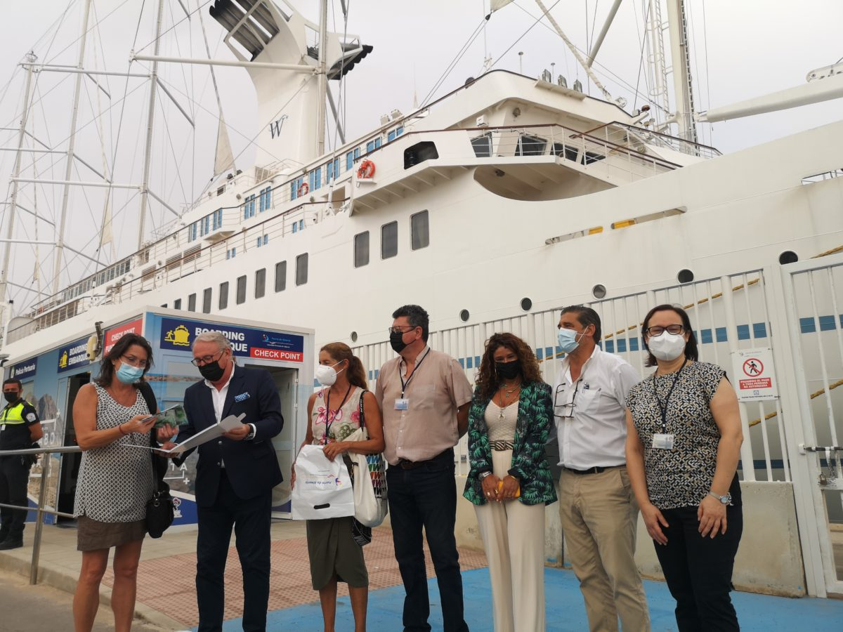 El presidente y directivos de la APA dan la bienvenida al crucero Wind Surf