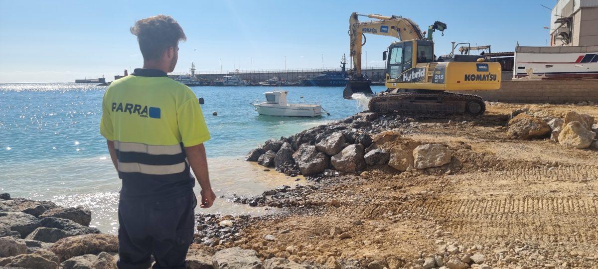 Obras de construcción de la nueva rampa de varado de barcos pequeños