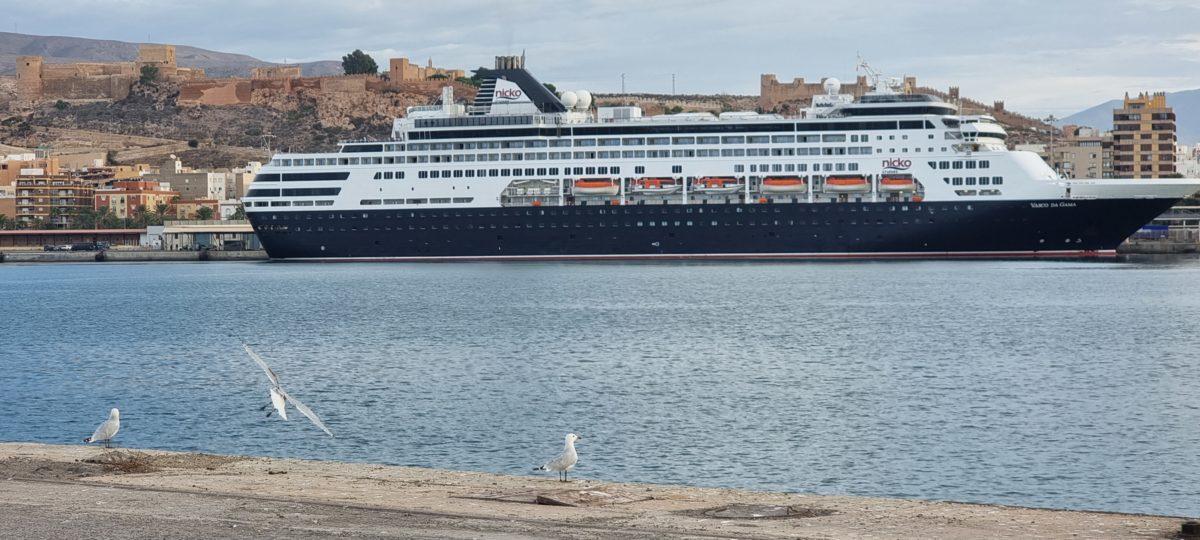 El crucero Vasco da Gama, en el Puerto de Almería